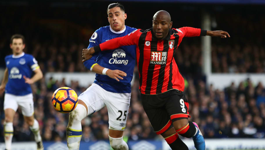 LIVERPOOL, ENGLAND - FEBRUARY 04:  Ramiro Funes Mori of Everton (L) attempts to stop Benik Afobe of AFC Bournemouth (R) from getting through on goal during the Premier League match between Everton and AFC Bournemouth at Goodison Park on February 4, 2017 in Liverpool, England.  (Photo by Clive Brunskill/Getty Images)