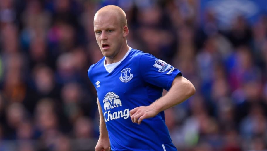 LIVERPOOL, ENGLAND - SEPTEMBER 12:  Steven Naismith of Everton in action during the Barclays Premier League match between Everton and Chelsea at Goodison Park on September 12, 2015 in Liverpool, United Kingdom.  (Photo by Stu Forster/Getty Images)