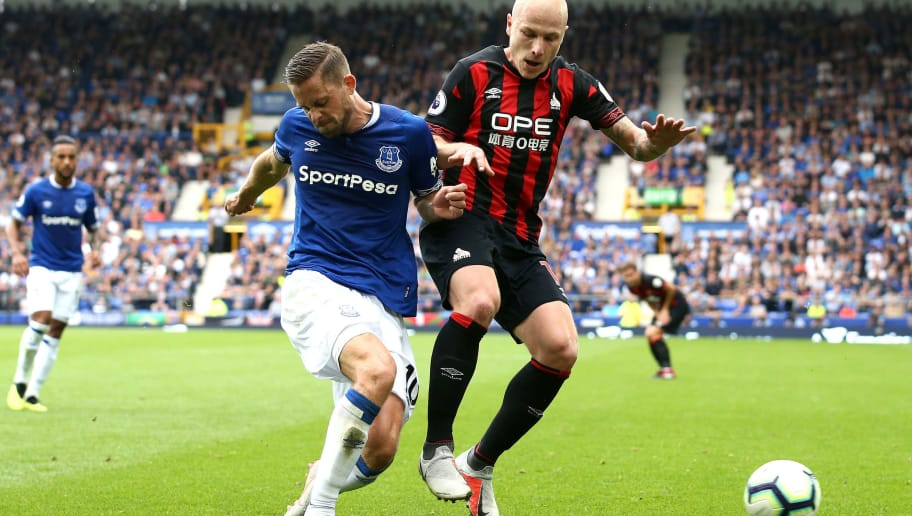 LIVERPOOL, ENGLAND - SEPTEMBER 01:  Gylfi Sigurdsson of Everton and Aaron Mooy of Huddersfield Town battle for the ball during the Premier League match between Everton FC and Huddersfield Town at Goodison Park on September 1, 2018 in Liverpool, United Kingdom.  (Photo by Jan Kruger/Getty Images)