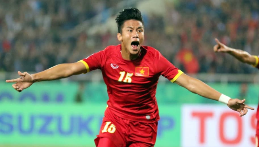 Vietnam's Que Ngoc Hai (L) and his teammates celebrate after he scored  a goal against Indonesia during their AFF Suzuki 2014 Cup match in Hanoi on November 22, 2014.  AFP PHOTO/STR        (Photo credit should read STR/AFP/Getty Images)