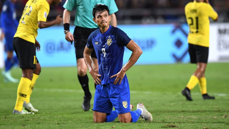 Thailand's forward Adisak Kraisorn (C) reacts after missing a penalty kick during the second leg of the AFF Suzuki Cup 2018 semifinal football match between Thailand and Malaysia at the Rajamangala Stadium in Bangkok on December 5, 2018. (Photo by Lillian SUWANRUMPHA / AFP)        (Photo credit should read LILLIAN SUWANRUMPHA/AFP/Getty Images)