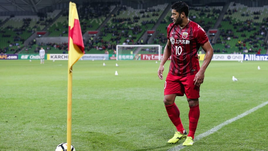 Hulk of Shanghai SIPG takes a corner kick during the AFC Champions League Group F football match between Australia's Melbourne Victory and China's Shanghai SIPG at AAMI Park Stadium in Melbourne on April 18, 2018. / AFP PHOTO / CON CHRONIS / -- IMAGE RESTRICTED TO EDITORIAL USE - STRICTLY NO COMMERCIAL USE --        (Photo credit should read CON CHRONIS/AFP/Getty Images)