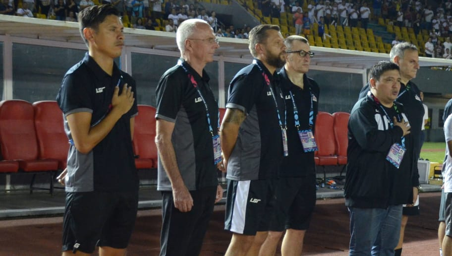 Philippine's head coach Sven-Goran Eriksson (2L) stands with team officials and players prior to the Suzuki Cup football match between Philippines and Singapore at the Panaad Stadium in Bacolod City, central Philippines on November 13, 2018. - Eriksson began his Philippines reign with a win as his Azkals beat Singapore 1-0 in a Suzuki Cup group match at home on November 13. (Photo by ANDY ALVAREZ / AFP)        (Photo credit should read ANDY ALVAREZ/AFP/Getty Images)