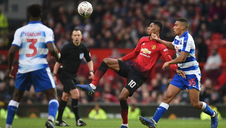 Manchester United's English striker Marcus Rashford (C) tries to hold off Reading's English midfielder Andy Rinomhota (R) during the English FA Cup third round football match between Manchester United and Reading at Old Trafford in Manchester, north west England, on January 5, 2019. (Photo by Oli SCARFF / AFP) / RESTRICTED TO EDITORIAL USE. No use with unauthorized audio, video, data, fixture lists, club/league logos or 'live' services. Online in-match use limited to 120 images. An additional 40 images may be used in extra time. No video emulation. Social media in-match use limited to 120 images. An additional 40 images may be used in extra time. No use in betting publications, games or single club/league/player publications. /         (Photo credit should read OLI SCARFF/AFP/Getty Images)