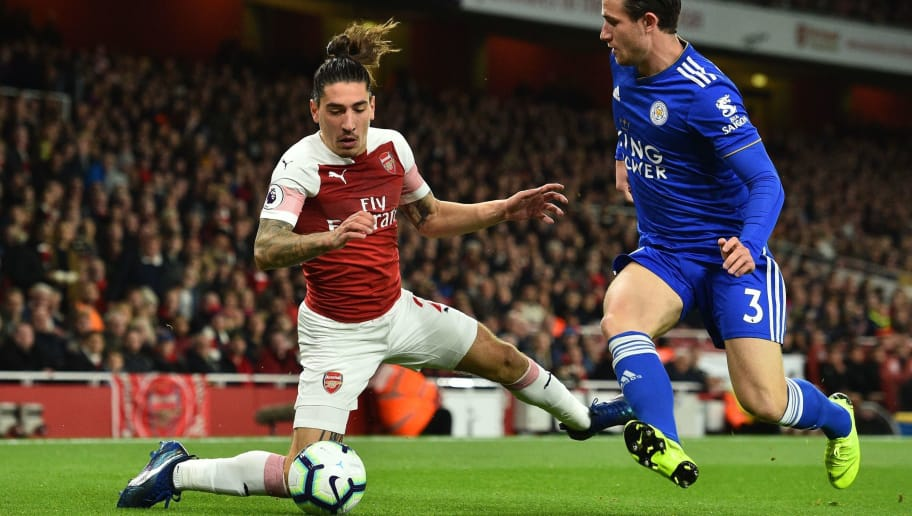 Leicester City's English defender Ben Chilwell (R) vies with Arsenal's Spanish defender Hector Bellerin (L) during the English Premier League football match between Arsenal and Leicester City at the Emirates Stadium in London on October 22, 2018. (Photo by Glyn KIRK / IKIMAGES / AFP) / RESTRICTED TO EDITORIAL USE. No use with unauthorized audio, video, data, fixture lists, club/league logos or 'live' services. Online in-match use limited to 45 images, no video emulation. No use in betting, games or single club/league/player publications.        (Photo credit should read GLYN KIRK/AFP/Getty Images)