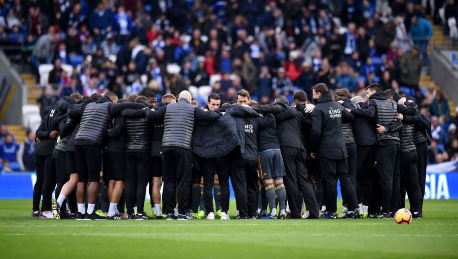 Leicester plays huddle ahead of the English Premier League football match between between Cardiff City and Leicester City at Cardiff City Stadium in Cardiff, south Wales on November 3, 2018. (Photo by Oli SCARFF / AFP) / RESTRICTED TO EDITORIAL USE. No use with unauthorized audio, video, data, fixture lists, club/league logos or 'live' services. Online in-match use limited to 120 images. An additional 40 images may be used in extra time. No video emulation. Social media in-match use limited to 120 images. An additional 40 images may be used in extra time. No use in betting publications, games or single club/league/player publications. /         (Photo credit should read OLI SCARFF/AFP/Getty Images)