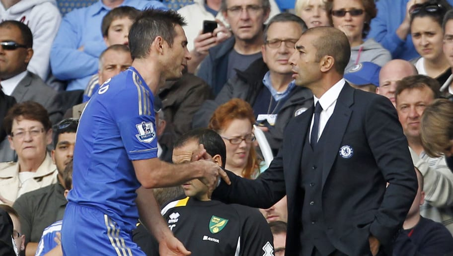 "Chelsea's English midfielder Frank Lampard (L) gestures to Chelsea's Italian manager Roberto Di Matteo (R) after being substituted during the English Premier League football match between Chelsea and Norwich City at Stamford Bridge in London, on October 6, 2012. AFP PHOTO/IAN KINGTON  RESTRICTED TO EDITORIAL USE. No use with unauthorized audio, video, data, fixture lists, club/league logos or ""live"" services. Online in-match use limited to 45 images, no video emulation. No use in betting, games or single club/league/player publications.        (Photo credit should read IAN KINGTON/AFP/GettyImages)"
