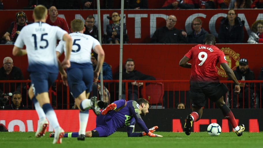 Manchester United's Belgian striker Romelu Lukaku (R) beats Tottenham Hotspur's French goalkeeper Hugo Lloris (C) and sends his shot wide during the English Premier League football match between Manchester United and Tottenham Hotspur at Old Trafford in Manchester, north west England, on August 27, 2018. (Photo by Oli SCARFF / AFP) / RESTRICTED TO EDITORIAL USE. No use with unauthorized audio, video, data, fixture lists, club/league logos or 'live' services. Online in-match use limited to 120 images. An additional 40 images may be used in extra time. No video emulation. Social media in-match use limited to 120 images. An additional 40 images may be used in extra time. No use in betting publications, games or single club/league/player publications. /         (Photo credit should read OLI SCARFF/AFP/Getty Images)