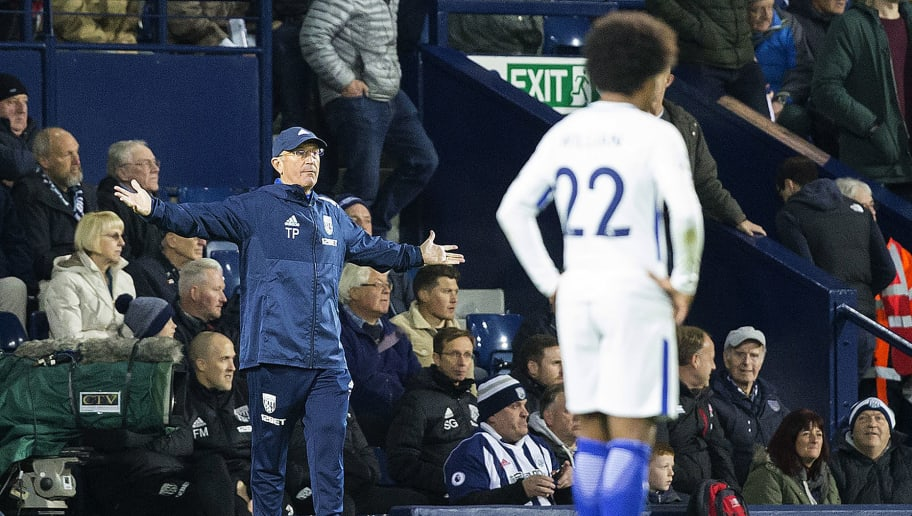 West Bromwich Albion's Welsh head coach Tony Pulis shouts instructions to his players from the touchline during the English Premier League football match between West Bromwich Albion and Chelsea at The Hawthorns stadium in West Bromwich, central England, on November 18, 2017.  / AFP PHOTO / Roland Harrison / RESTRICTED TO EDITORIAL USE. No use with unauthorized audio, video, data, fixture lists, club/league logos or 'live' services. Online in-match use limited to 75 images, no video emulation. No use in betting, games or single club/league/player publications.  /         (Photo credit should read ROLAND HARRISON/AFP/Getty Images)