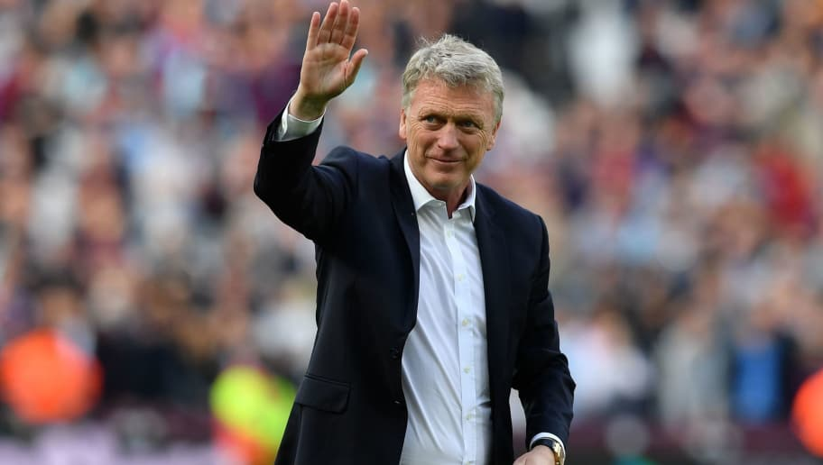 West Ham United's Scottish manager David Moyes waves to supporters on the pitch after the English Premier League football match between West Ham United and Everton at The London Stadium, in east London on May 13, 2018. - West Ham won the game 3-1. (Photo by Ben STANSALL / AFP) / RESTRICTED TO EDITORIAL USE. No use with unauthorized audio, video, data, fixture lists, club/league logos or 'live' services. Online in-match use limited to 75 images, no video emulation. No use in betting, games or single club/league/player publications. /         (Photo credit should read BEN STANSALL/AFP/Getty Images)
