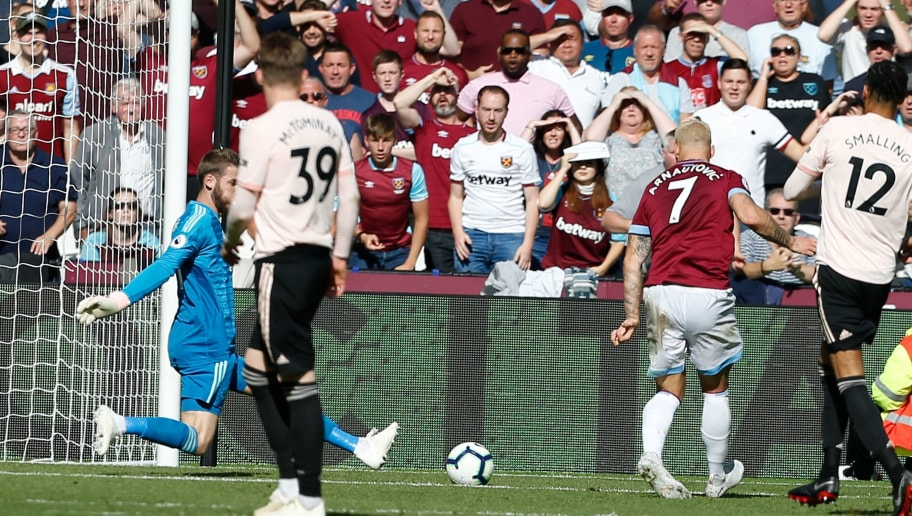 West Ham United's Austrian midfielder Marko Arnautovic (2R) scores their third goal past Manchester United's Spanish goalkeeper David de Gea (L) during the English Premier League football match between West Ham United and Manchester United at The London Stadium, in east London on September 29, 2018. (Photo by Ian KINGTON / AFP) / RESTRICTED TO EDITORIAL USE. No use with unauthorized audio, video, data, fixture lists, club/league logos or 'live' services. Online in-match use limited to 120 images. An additional 40 images may be used in extra time. No video emulation. Social media in-match use limited to 120 images. An additional 40 images may be used in extra time. No use in betting publications, games or single club/league/player publications. /         (Photo credit should read IAN KINGTON/AFP/Getty Images)