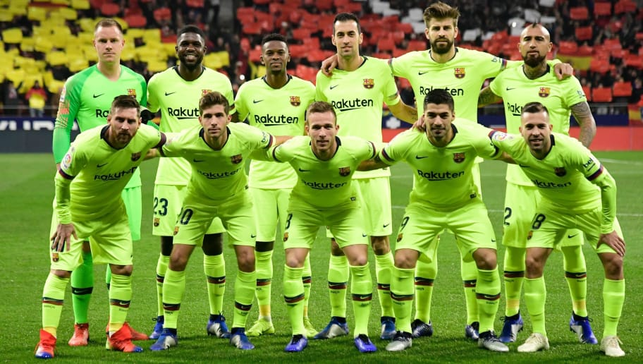 (Back L-R) Barcelona's German goalkeeper Marc-Andre Ter Stegen, Barcelona's French defender Samuel Umtiti, Barcelona's Portuguese defender Nelson Semedo, Barcelona's Spanish midfielder Sergio Busquets, Barcelona's Spanish defender Gerard Pique, Barcelona's Chilean midfielder Arturo Vidal, (L-R) Barcelona's Argentinian forward Lionel Messi, Barcelona's Spanish midfielder Sergi Roberto, Barcelona's Brazilian midfielder Arthur, Barcelona's Uruguayan forward Luis Suarez and Barcelona's Spanish defender Jordi Alba pose for a group picture ahead of the Spanish league football match between Club Atletico de Madrid and FC Barcelona at the Wanda Metropolitano stadium in Madrid on November 24, 2018. (Photo by JAVIER SORIANO / AFP)        (Photo credit should read JAVIER SORIANO/AFP/Getty Images)