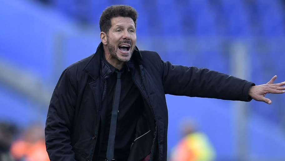 Atletico Madrid's Argentinian coach Diego Simeone gestures on the sideline during the Spanish league football match between Getafe and Atletico Madrid at the Coliseum Alfonso Perez stadium in Getafe on May 12, 2018. (Photo by OSCAR DEL POZO / AFP)        (Photo credit should read OSCAR DEL POZO/AFP/Getty Images)