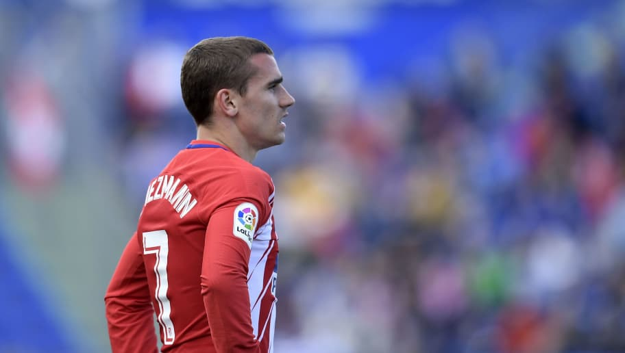 Atletico Madrid's French forward Antoine Griezmann looks on during the Spanish league football match between Getafe and Atletico Madrid at the Coliseum Alfonso Perez stadium in Getafe on May 12, 2018. (Photo by OSCAR DEL POZO / AFP)        (Photo credit should read OSCAR DEL POZO/AFP/Getty Images)