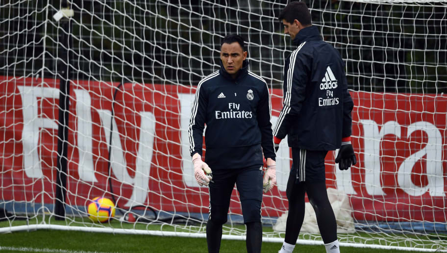 Real Madrid's Costa Rican goalkeeper Keylor Navas (L) and Real Madrid's Belgian goalkeeper Thibaut Courtois attend a training session at the Ciudad Real Madrid training facilities in Madrid's suburb of Valdebebas, on October 27, 2018 on the eve of the Spanish League 'Clasico' football match Real Madrid CF vs FC Barcelona. (Photo by GABRIEL BOUYS / AFP)        (Photo credit should read GABRIEL BOUYS/AFP/Getty Images)