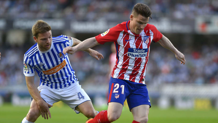 Atletico Madrid's French forward Kevin Gameiro (R) vies with Real Sociedad's Spanish midfielder Asier Illarramendi during the Spanish league football between Real Sociedad and Club Atletico de Madrid at the Anoeta stadium in San Sebastian on April 19, 2018. (Photo by ANDER GILLENEA / AFP)        (Photo credit should read ANDER GILLENEA/AFP/Getty Images)