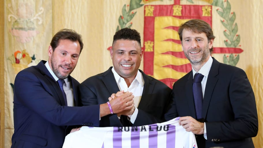 Brazilian football legend Ronaldo (C) holds a symbolic Real Valladolid jersey as he poses with Valladolid mayor Oscar Puente (L) and Real Valladolid president Carlos Suarez during a press conference in Valladolid on September 3, 2018 after the former Brazil striker took control of Real Valladolid after buying 51 percent of the La Liga club's shares. (Photo by CESAR MANSO / AFP)        (Photo credit should read CESAR MANSO/AFP/Getty Images)