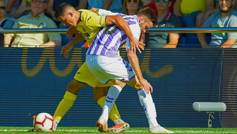 Villarreal's Spanish midfielder Pablo Fornals (L) vies with Real Valladolid's Croatian forward Duje Cop during the Spanish league football match Villarreal CF against Real Valladolid FC at the La Ceramica stadium in Vila-real on September 30, 2018. (Photo by JOSE JORDAN / AFP)        (Photo credit should read JOSE JORDAN/AFP/Getty Images)