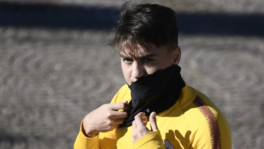 AS Roma Turkish forward Cengiz Under attends a training session on the eve of the UEFA Champions League group G football match against FC Viktoria, on December 11, 2018 in Rome. (Photo by Filippo MONTEFORTE / AFP)        (Photo credit should read FILIPPO MONTEFORTE/AFP/Getty Images)