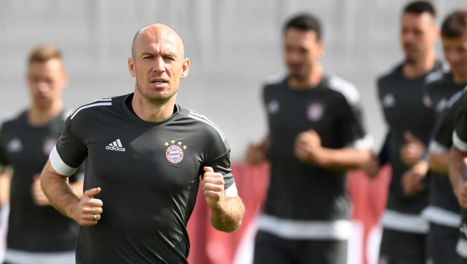 Bayern Munich's Dutch midfilder Arjen Robben runs in front of teammates during a training session at the trainings ground of FC Bayern Munich in Munich, southern Germany, on April 24, 2018 on the eve of the UEFA Champions League first leg semi-final football match between Bayern Munich and Real Madrid. (Photo by Christof STACHE / AFP)        (Photo credit should read CHRISTOF STACHE/AFP/Getty Images)