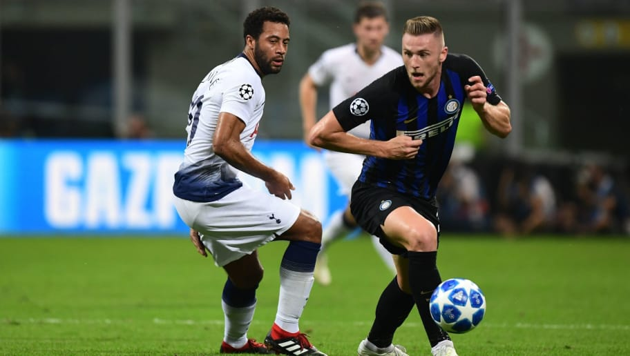 Inter Milan's Slovak defender Milan Skriniar (R) outruns Tottenham's Belgian midfielder Moussa Dembele during the UEFA Champions League group stage football match Inter Milan vs Tottenham on September 18, 2018 at the San Siro stadium in Milan. (Photo by Miguel MEDINA / AFP)        (Photo credit should read MIGUEL MEDINA/AFP/Getty Images)