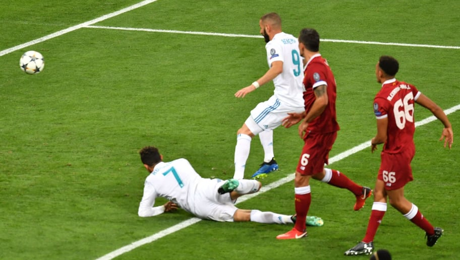 Real Madrid's French forward Karim Benzema (2nd L) shoots a goal that was not given due to offside during the UEFA Champions League final football match between Liverpool and Real Madrid at the Olympic Stadium in Kiev, Ukraine on May 26, 2018. (Photo by Sergei SUPINSKY / AFP)        (Photo credit should read SERGEI SUPINSKY/AFP/Getty Images)