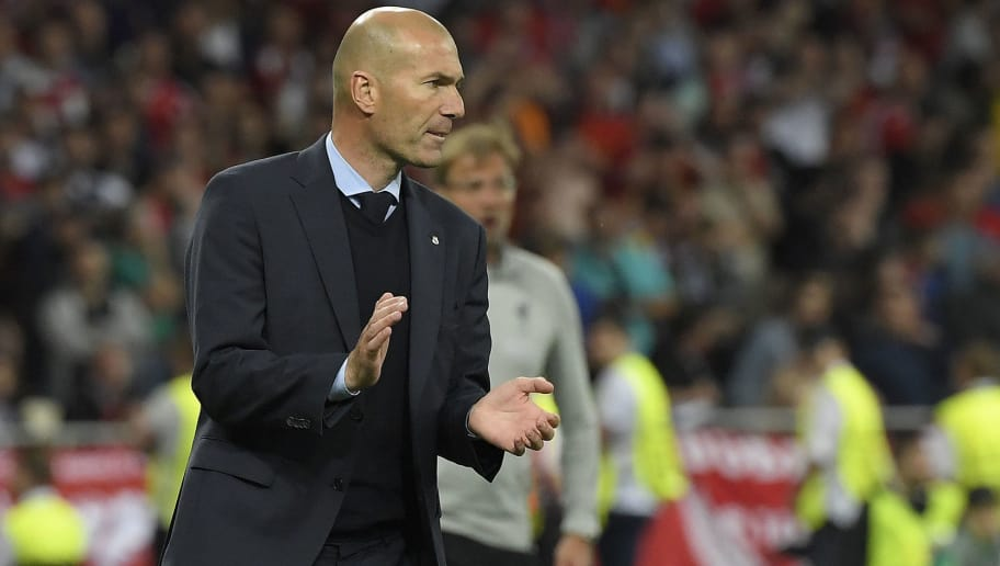 Real Madrid's French coach Zinedine Zidane applauds during the UEFA Champions League final football match between Liverpool and Real Madrid at the Olympic Stadium in Kiev, Ukraine on May 26, 2018. (Photo by LLUIS GENE / AFP)        (Photo credit should read LLUIS GENE/AFP/Getty Images)