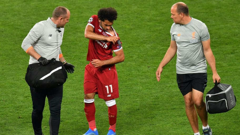 Liverpool's Egyptian forward Mohamed Salah (C) gets medical assistance as he leaves the pitch following injury during the UEFA Champions League final football match between Liverpool and Real Madrid at the Olympic Stadium in Kiev, Ukraine on May 26, 2018. (Photo by Sergei SUPINSKY / AFP)        (Photo credit should read SERGEI SUPINSKY/AFP/Getty Images)