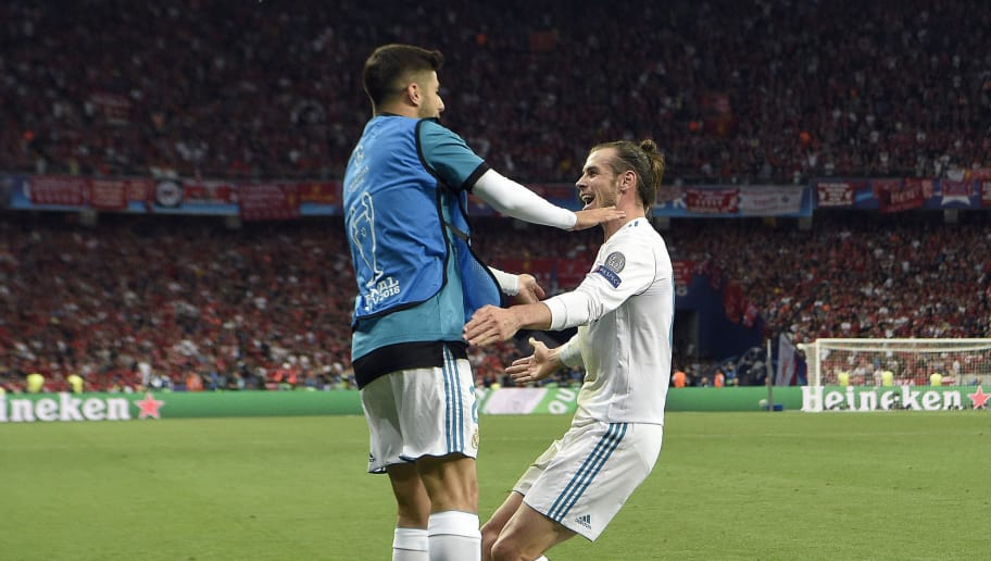 Real Madrid's Welsh forward Gareth Bale (R) celebrates with Real Madrid's Spanish midfielder Marco Asensio after scoring his second goal during the UEFA Champions League final football match between Liverpool and Real Madrid at the Olympic Stadium in Kiev, Ukraine on May 26, 2018. (Photo by LLUIS GENE / Update Images Press / AFP)        (Photo credit should read LLUIS GENE/AFP/Getty Images)