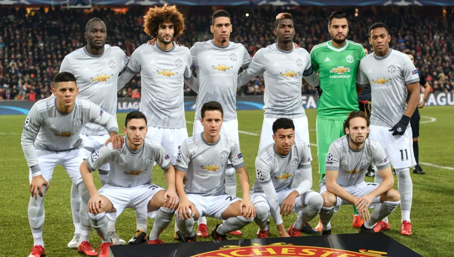 Manchester United footballers (L/R): back row: Belgian striker Romelu Lukaku, Belgian midfielder Marouane Fellaini, English defender Chris Smalling, Spanish goalkeeper David de Gea and French striker Anthony Martial, front row: Argentinian defender Marcos Rojo, Italian defender Matteo Darmian, Spanish midfielder Ander Herrera, English midfielder Jesse Lingard and Dutch midfielder Daley Blind pose prior to the start of the UEFA Champions League Group A football match between FC Basel and Manchester United in Basel on November 21, 2017. / AFP PHOTO / Fabrice COFFRINI        (Photo credit should read FABRICE COFFRINI/AFP/Getty Images)