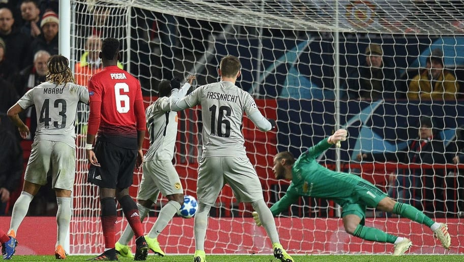 Manchester United's Spanish goalkeeper David de Gea (R) dives to save a shot during the UEFA Champions League group H football match between Manchester United and Young Boys at Old Trafford in Manchester, north-west England on November 27, 2018. (Photo by Oli SCARFF / AFP)        (Photo credit should read OLI SCARFF/AFP/Getty Images)