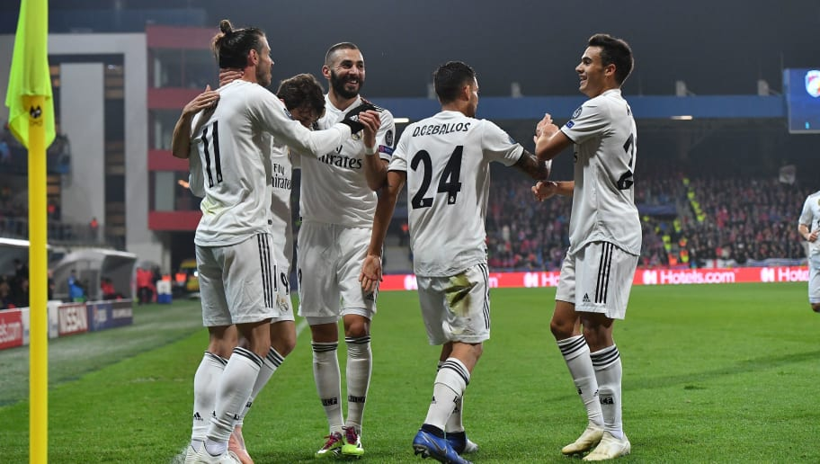 Real Madrid's Welsh forward Gareth Bale (L) is congratulated by teammates after scoring during the UEFA Champions League group G football match Viktoria Plzen v Real Madrid in Plzen, Czech Republic on November 7, 2018. (Photo by JOE KLAMAR / AFP)        (Photo credit should read JOE KLAMAR/AFP/Getty Images)