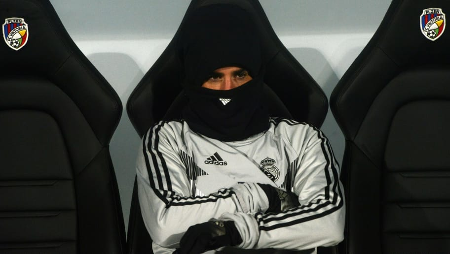 Real Madrid's Spanish midfielder Isco looks on during the UEFA Champions League group G football match Viktoria Plzen v Real Madrid in Plzen, Czech Republic on November 7, 2018. (Photo by Michal CIZEK / AFP)        (Photo credit should read MICHAL CIZEK/AFP/Getty Images)