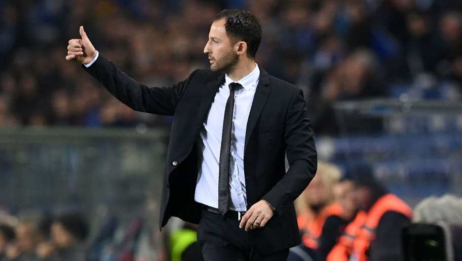 Schalke 04's German coach Domenico Tedesco gestures during the UEFA Champions League group D football match between Porto and Schalke 04 at the Dragao stadium in Porto on November 28, 2018. (Photo by FRANCISCO LEONG / AFP)        (Photo credit should read FRANCISCO LEONG/AFP/Getty Images)