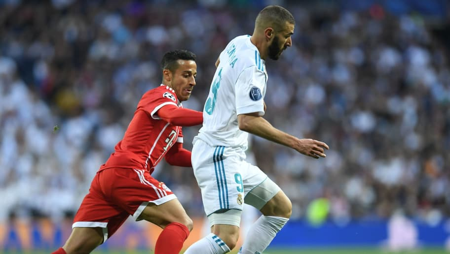 Bayern Munich's Spanish midfielder Thiago Alcantara (L) and Real Madrid's French forward Karim Benzema vie for the ball during the UEFA Champions League semi-final second-leg football match Real Madrid CF vs FC Bayern Munich in Madrid, Spain, on May 1, 2018. (Photo by Christof STACHE / AFP)        (Photo credit should read CHRISTOF STACHE/AFP/Getty Images)