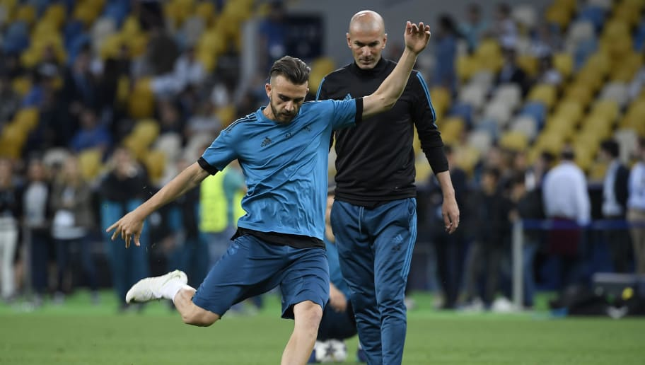 Real Madrid's Spanish forward Borja Mayoral (L) kicks the ball  next to Real Madrid's French coach Zinedine Zidane during a team's training session at the Olympic Stadium in Kiev, Ukraine on May 25, 2018, on the eve of the UEFA Champions League final football match between Liverpool and Real Madrid. (Photo by LLUIS GENE / AFP)        (Photo credit should read LLUIS GENE/AFP/Getty Images)