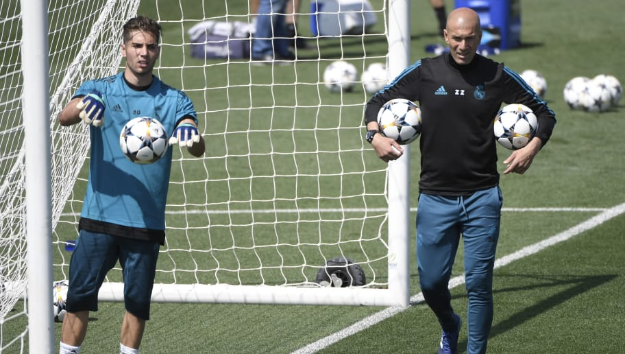 Real Madrid's French coach Zinedine Zidane (R) and his son Real Madrid's French goalkeeper Luca Fernandez attend a training session during Real Madrid's Media Open Day ahead of their UEFA Champions league final footbal match against Liverpool FC, in Madrid on May 22, 2018. (Photo by GABRIEL BOUYS / AFP)        (Photo credit should read GABRIEL BOUYS/AFP/Getty Images)