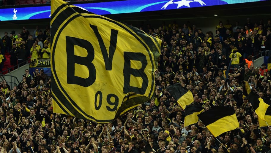 Dortmund supporters cheer on their team ahead of the UEFA Champions League Group H football match between Tottenham Hotspur and Borussia Dortmund at Wembley Stadium in London, on September 13, 2017. / AFP PHOTO / Glyn KIRK        (Photo credit should read GLYN KIRK/AFP/Getty Images)