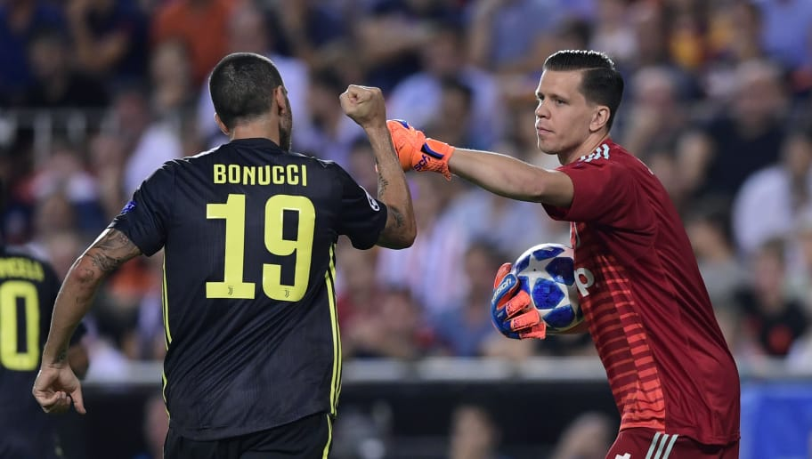 Juventus' Italian defender Leonardo Bonucci (L) celebrates with Juventus' Italian goalkeeper Wojciech Szczesny during the UEFA Champions League group H football match between Valencia CF and Juventus FC at the Mestalla stadium in Valencia on September 19, 2018. (Photo by JAVIER SORIANO / AFP)        (Photo credit should read JAVIER SORIANO/AFP/Getty Images)