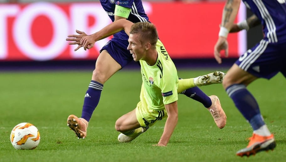 Anderlecht's French midfielder Adrien Trebel (L) vies with Dinamo Zagreb's Spanish midfielder Dani Olmo (R) during the Europa League Group D football match between Anderlecht and Dinamo Zagreb at the Constant Vanden Stock Stadium on October 4, 2018 in Brussels. (Photo by JOHN THYS / AFP)        (Photo credit should read JOHN THYS/AFP/Getty Images)