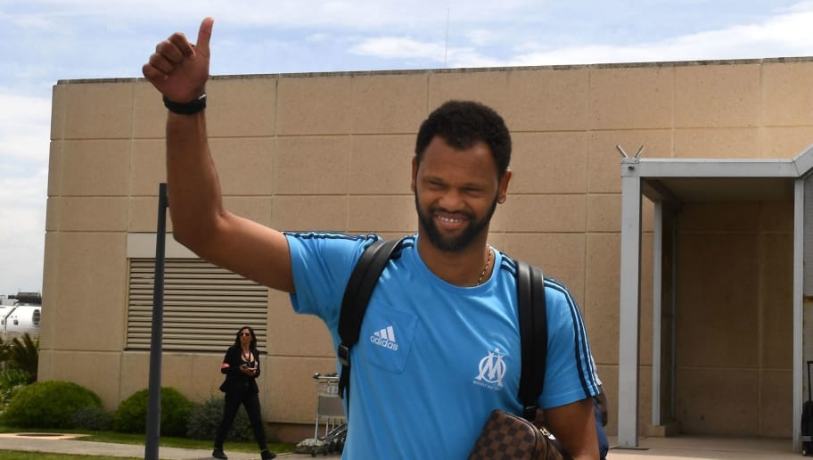 Olympique de Marseille's (OM) Portuguese defender Rolando gestures to the supporters as he leaves the Marignane airport after their qualification for the final of the Europa League, on May 4, 2018 in Marignane, near Marseille. (Photo by Boris HORVAT / AFP)        (Photo credit should read BORIS HORVAT/AFP/Getty Images)