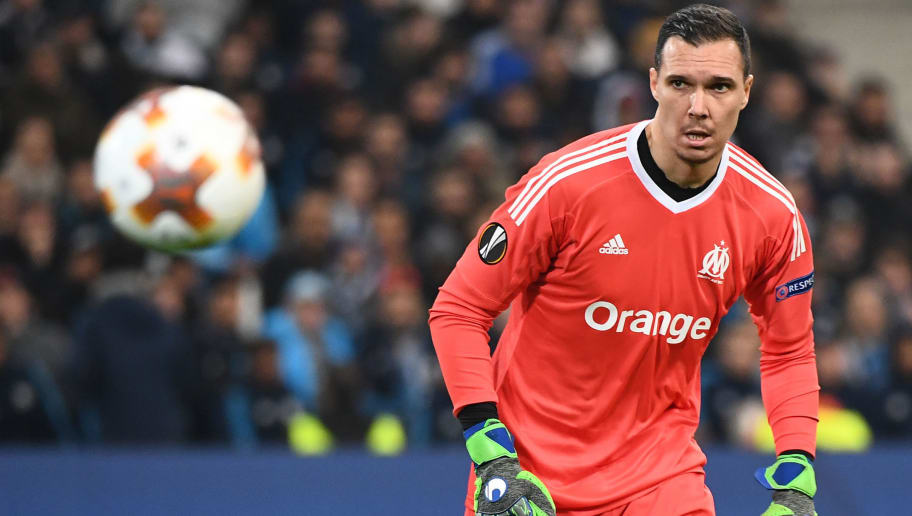 Olympique de Marseille's French goalkeeper Yohann Pele looks at the ball during the Europa League quarter final second leg football match between Olympique de Marseille (OM) and RB Leipzig at the Velodrome stadium in Marseille on April 12, 2018. / AFP PHOTO / BORIS HORVAT        (Photo credit should read BORIS HORVAT/AFP/Getty Images)