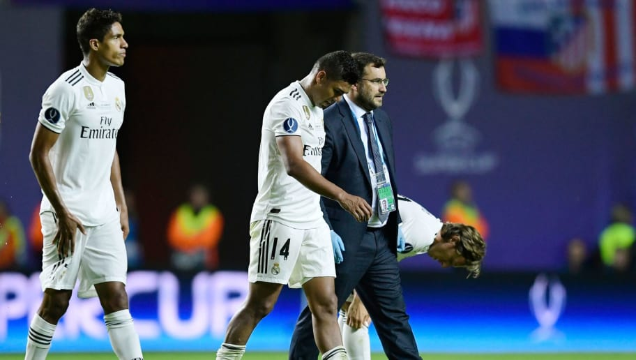 Real Madrid's Brazilian midfielder Casemiro (C) walks off the pitch after getting injured during the UEFA Super Cup football match between Real Madrid and Atletico Madrid at the Lillekula Stadium in the Estonian capital Tallinn on August 15, 2018. (Photo by JAVIER SORIANO / AFP)        (Photo credit should read JAVIER SORIANO/AFP/Getty Images)