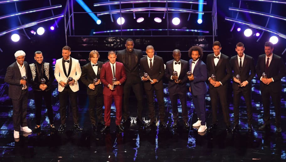 (L-R) Presenter Former Brazil and Barcelona player Ronaldinho, Brazil and PSG defender Dani Alves, Real madrid and Spain defender Sergio Ramos, Real Madrid and Croatia midfielder Luka Modric, Chelsea and Belgium midfielder Eden Hazard, British actor and event host Idris Elba, Paris Saint-Germain and France forward Kylian Mbappe and Chelsea and France midfielder NGolo Kante, Brazil's defender Marcelo, France and real Madrid defender Raphael Varane, Manchester United and Spain goalkeeper David De Gea and presenter former Germany captain Michael Ballack with their trophies at the presentation for the FIFA FIFPro World11 award 2018 during The Best FIFA Football Awards ceremony, on September 24, 2018 in London. (Photo by Ben STANSALL / AFP)        (Photo credit should read BEN STANSALL/AFP/Getty Images)