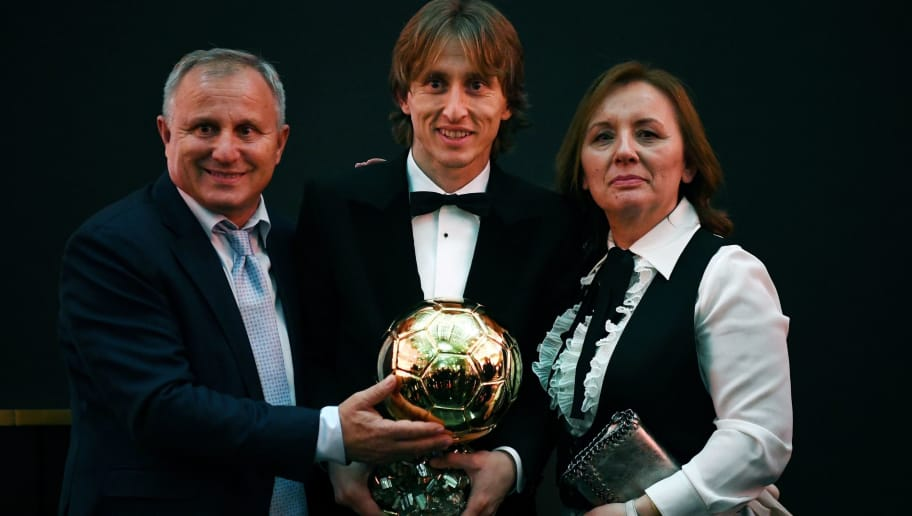 2018  Men's Ballon d'Or award for best player of the year's Real Madrid's Croatian midfielder Luka Modric (C) pose with his parents after the 2018  Ballon d'Or award ceremony at the Grand Palais in Paris on December 3, 2018. (Photo by FRANCK FIFE / AFP)        (Photo credit should read FRANCK FIFE/AFP/Getty Images)