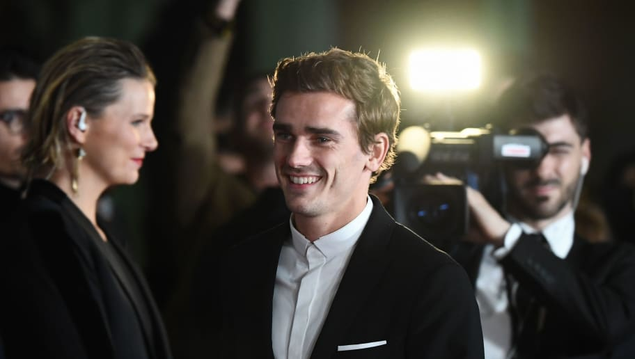 Atletico Madrid's French forward Antoine Griezmann (C) arrives at the 2018 FIFA Ballon d'Or award ceremony at the Grand Palais in Paris on December 3, 2018. - The winner of the 2018 Ballon d'Or will be revealed at a glittering ceremony in Paris on December 3 evening, with Croatia's Luka Modric and a host of French World Cup winners all hoping to finally end the 10-year duopoly of Cristiano Ronaldo and Lionel Messi. (Photo by FRANCK FIFE / AFP)        (Photo credit should read FRANCK FIFE/AFP/Getty Images)