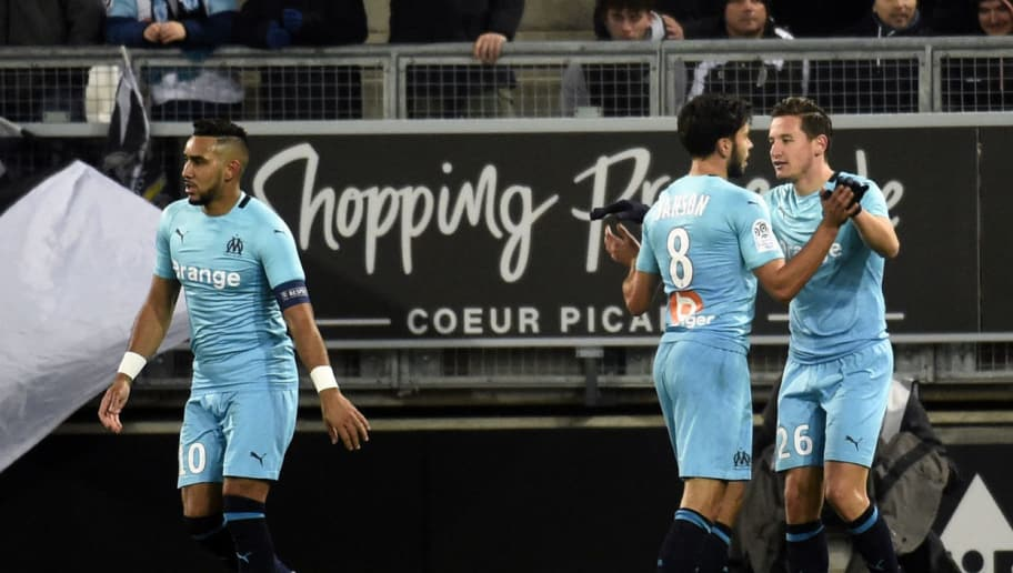 Olympique de Marseille's French midfielder Florian Thauvin (R) is congratulated by teammates after scoring during the French Ligue 1 football match between Amiens and Marseille on November 25, 2018 at the Licorne stadium in Amiens. (Photo by FRANCOIS LO PRESTI / AFP)        (Photo credit should read FRANCOIS LO PRESTI/AFP/Getty Images)
