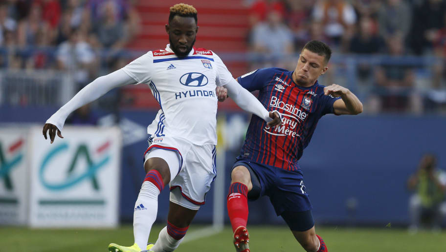 Caen's French defender Frederic Guilbert (R) vies with Lyon's French forward Moussa Dembele (R)  during the French L1 football match between Caen (SMC) and Lyon (OL) on September 15, 2018, at the Michel d'Ornano stadium, in Caen, (Photo by CHARLY TRIBALLEAU / AFP)        (Photo credit should read CHARLY TRIBALLEAU/AFP/Getty Images)