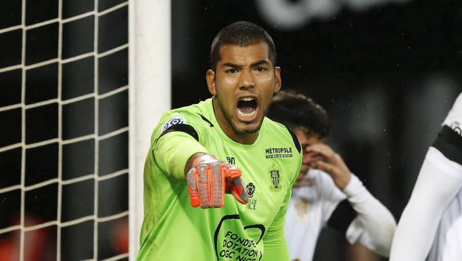 Nice's Argentinian goalkeeper Walter Benitez (L) gestures during the French L1 football match between Guingamp (EAG) and Nice (OGCN) on December 1, 2018, at the Roudourou stadium, in Guingamp, northwestern France. (Photo by CHARLY TRIBALLEAU / AFP)        (Photo credit should read CHARLY TRIBALLEAU/AFP/Getty Images)