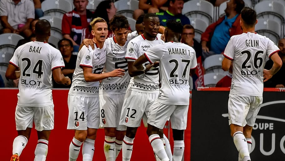 Rennes' French midfielder Clement Grenier (C) celebrates with teammates after scoring a goal during the French L1 football match between Lille and Rennes on August 11, 2018 at the 'Pierre Mauroy' Stadium, in Villeneuve-d'Ascq, northern France. (Photo by PHILIPPE HUGUEN / AFP)        (Photo credit should read PHILIPPE HUGUEN/AFP/Getty Images)